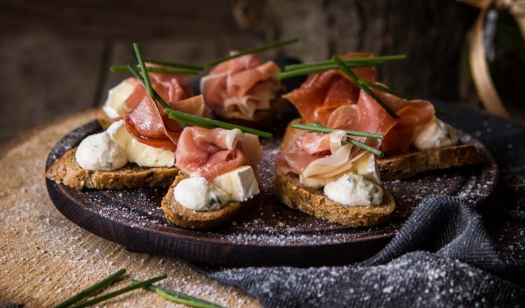 bruschetta-with-ricotta-mousse-and-prosciutto