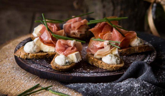 bruschetta-with-ricotta-mousse-and-prosciutto